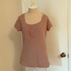 Gap maternity/nursing t-shirt